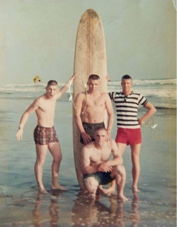 Они сделали это фото перед тем, как уйти на войну. Спустя 50 лет они встретились вновь...