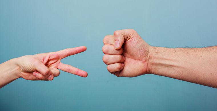 Ученые выяснили, как побеждать в игре «камень-ножницы-бумага»