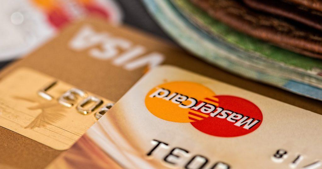 Почему я не расплачиваюсь пластиковой картой