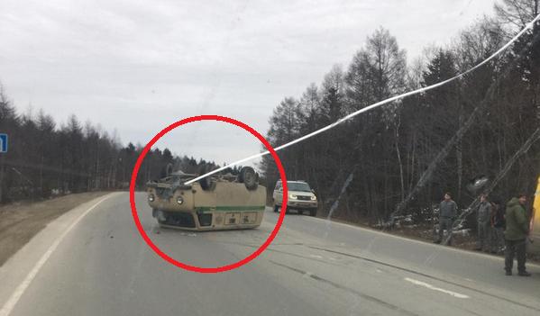 Инкассаторский автомобиль перевернулся на корсаковской трассе
