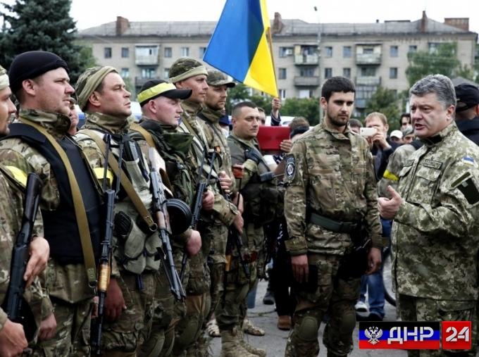 Лозунг «Слава Украине, героям слава» станет воинским приветствием