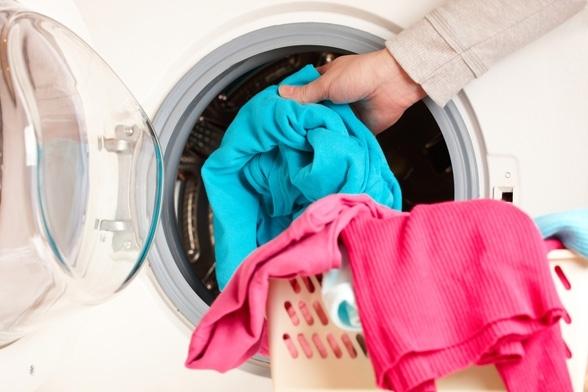 Выньте одежду быстро из сушилки