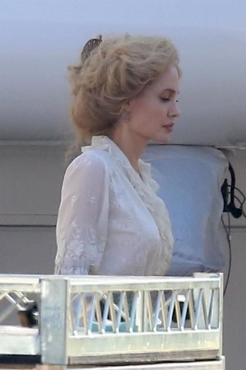 Джоли стала блондинкой?