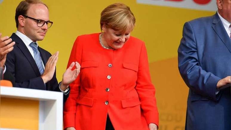 Меркель забросали помидорами за речь о «бедственном положении беженцев»