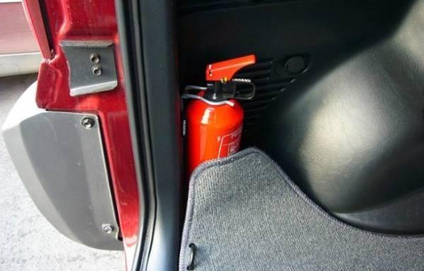 Пожарные Хакасии рекомендуют населению позаботиться о безопасности автомобиля