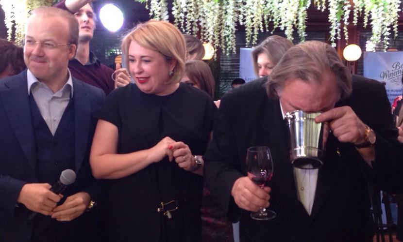 Жерар Депардье в Москве рассказал о Ющенко и выплюнул крымское вино