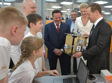 Дмитрия Медведева посвятили в кванторианцы