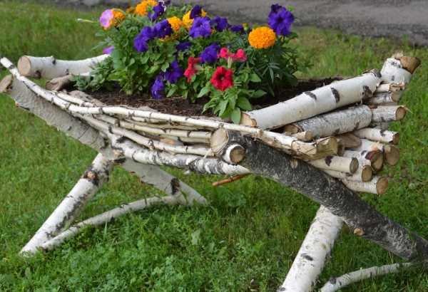 Стол из березовых поленьев