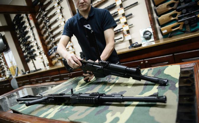 «Мы защищаем чиновников  оружием, а детей - табличкой «зона, свободная от оружия»