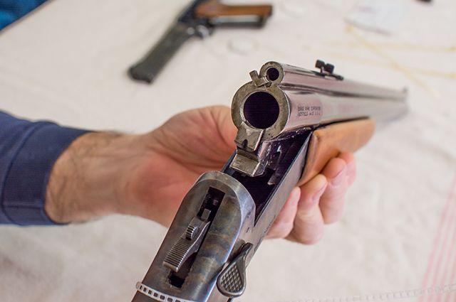 Почему парень взялся за оружие?