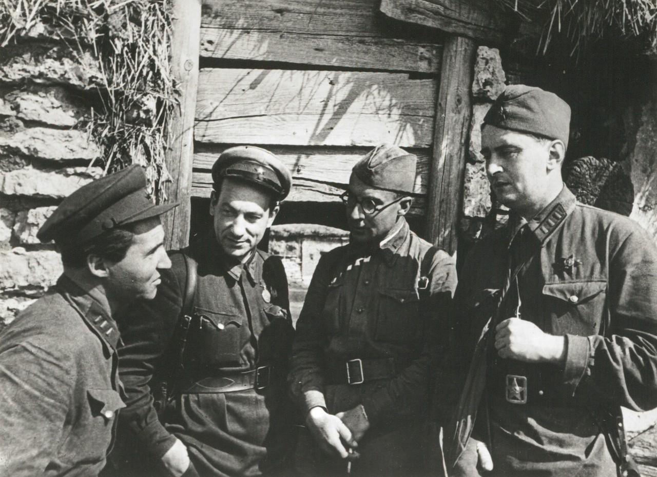 1941.Советские военные корреспонденты Константин Симонов, Виктор Тёмин, Евгений Кригер и Иосиф Уткин в дни обороны Москвы