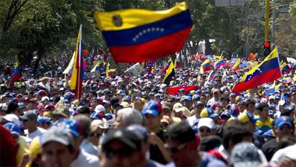 В Венесуэле очередные погромы и стычки с полицией. 250 пострадавших