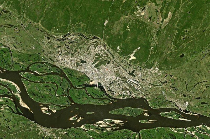 Вот как выглядит Россия из космоса