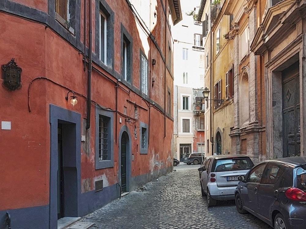 Очень маленькая квартира в Риме 7 кв.м. : спальня, кухня, душ и все дела