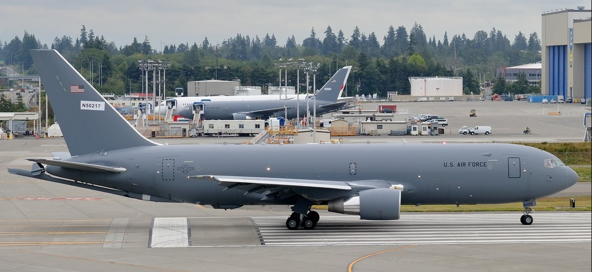 ВВС США получили первый серийный самолет-заправщик КС-46А