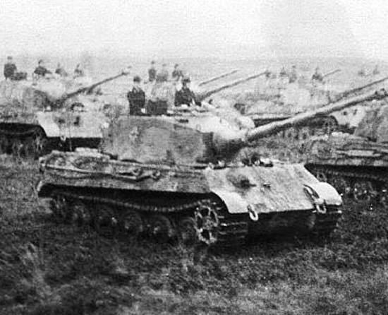 """60 """"Тигров"""" против сорока Т-34. Жестокий танковый бой у Лисува в 1945 (2019)"""