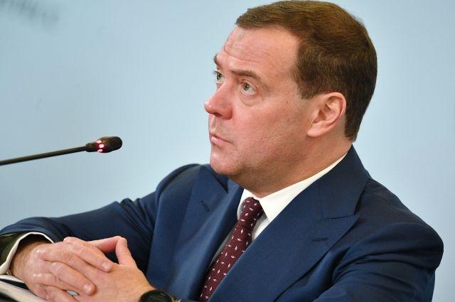 """""""Создадим социальный портрет"""": Медведев нашел способ победить бедность"""