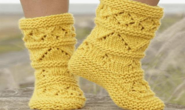 Носки сапожками с узором на двух спицах