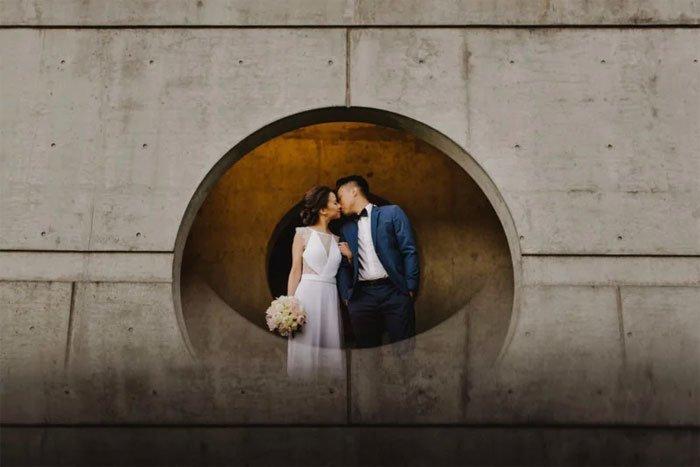 Это простой и гениальный способ сделать так, чтобы портреты выглядели необычно и романтично интересно, искусство фотографии, свадебный фотограф, трюк, уловка, фотограф, фотография, хитрый способ