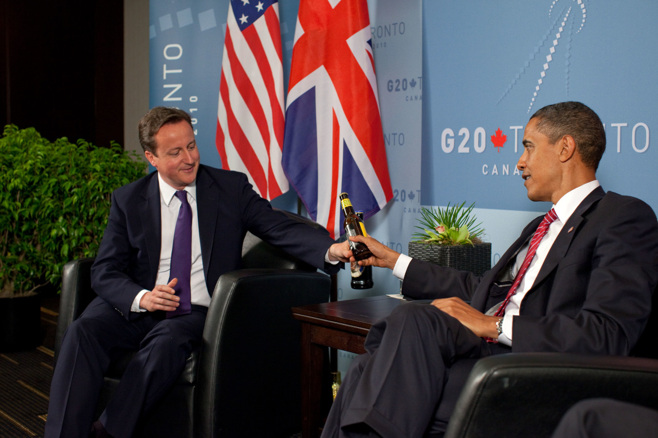 https://upload.wikimedia.org/wikipedia/commons/b/be/David_Cameron_and_Barack_Obama_at_the_G20_Summit_in_Toronto.jpg