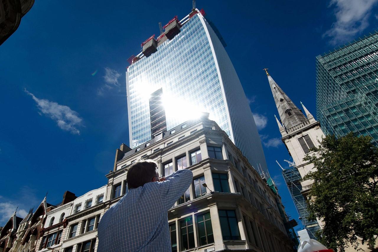 Walkie Talkie для Дарта Вейдера: изогнутый лондонский небоскреб жарит не хуже Звезды Смерти