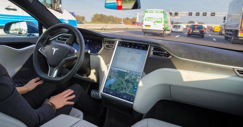 """Первая смертельная авария с """"автопилотом"""" Tesla model s, tesla, авария, дтп"""