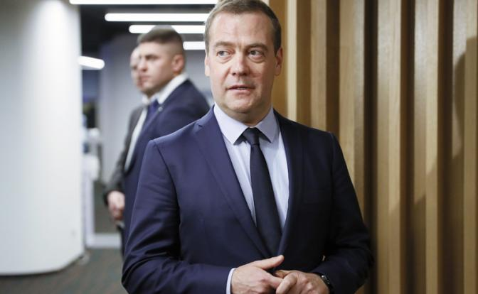 У отправленного в отставку Медведева остались козыри на руках