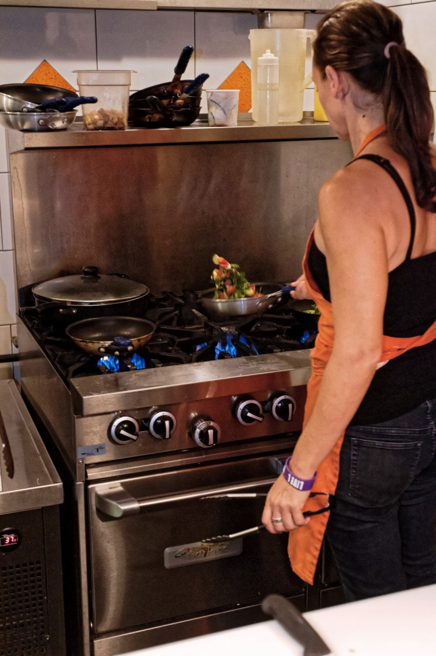 Тебе должно быть стыдно, что ты не можешь приготовить мужу, что он хочет