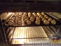 Фото приготовления рецепта: Шарики на кефире с ореховой начинкой - шаг №14