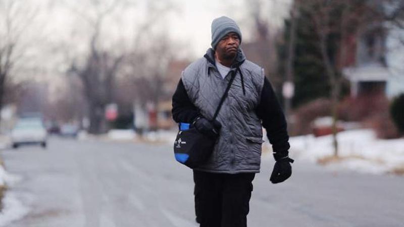 Ежедневно этот мужчина преодолевал пешком 34 км на работу и обратно