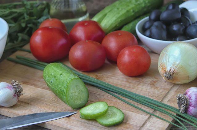 Неправильный салат. Вот почему огурец лучше есть отдельно от помидора