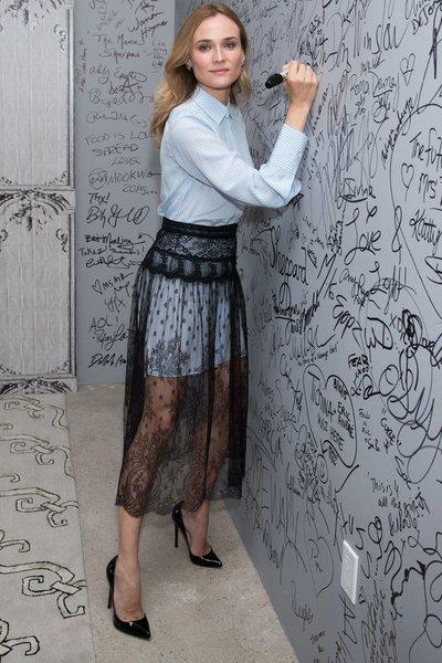 10 шикарных образов с полупрозрачной черной юбкой для роковой женщины
