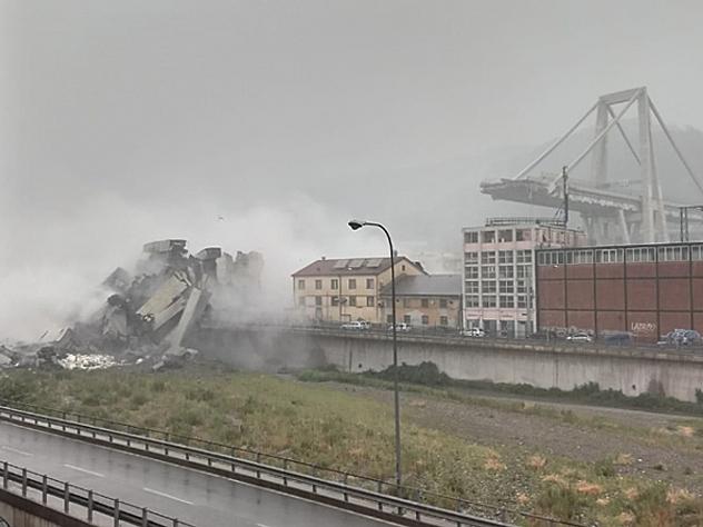 Мост в Генуе обрушился вместе с автомобилями: десятки человек погибли