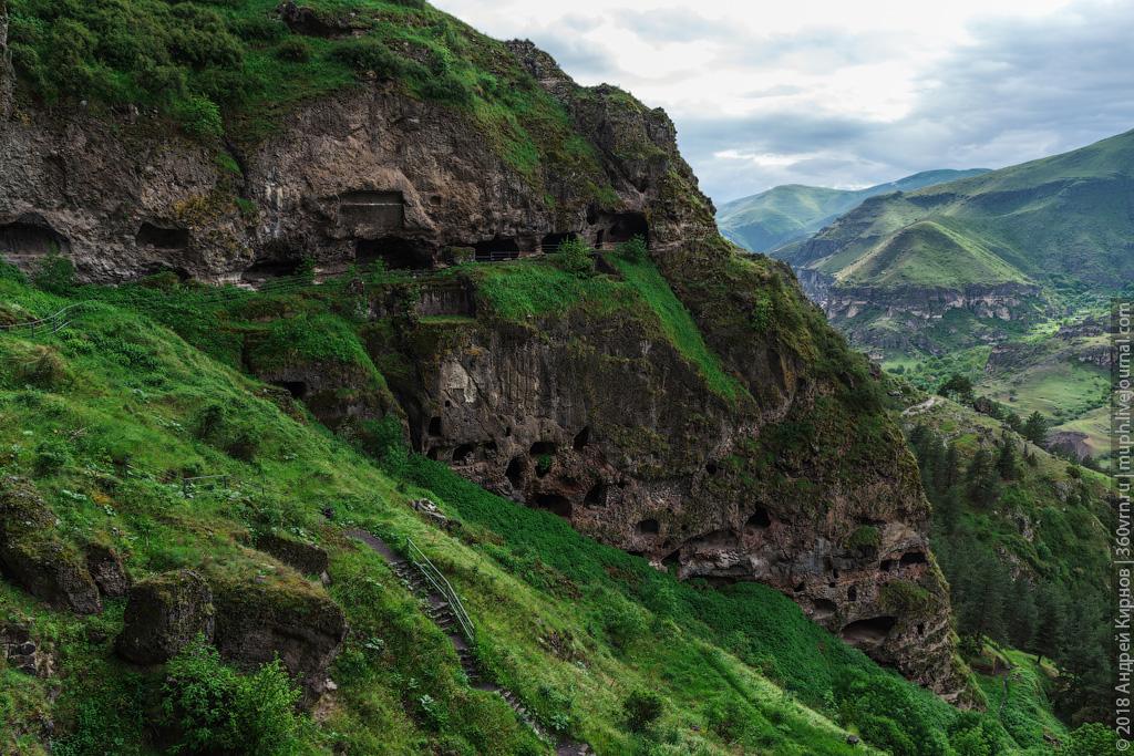 Ванис-Квабеби: 19-этажный пещерный монастырь на юге Грузии