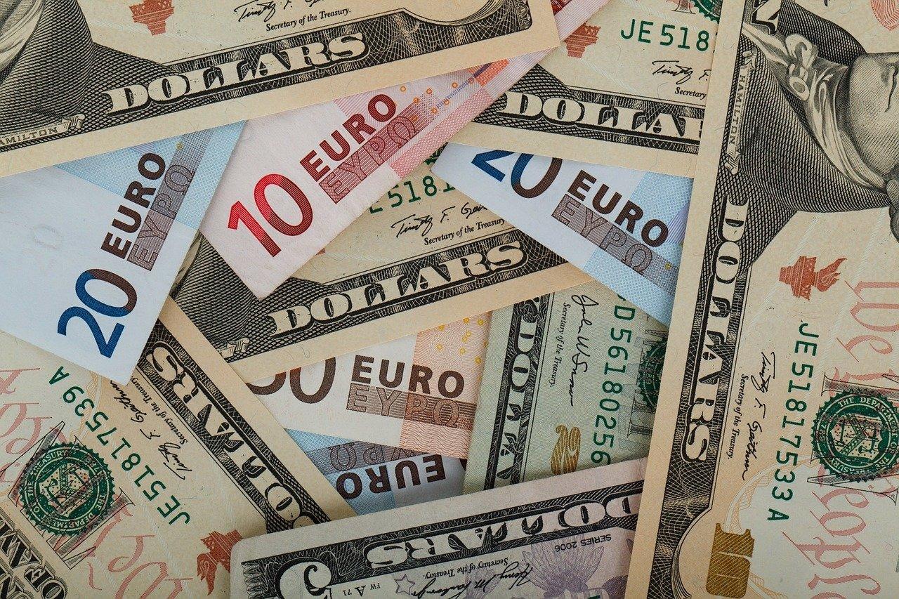 Киев должен погасить госдолг в 12 млрд долларов за два года