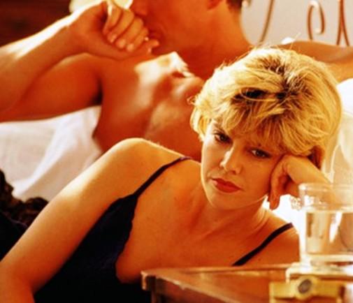 Что делать, если муж-то хороший, но его не хочется? Загнать либидо под плинтус, или завести любовника?