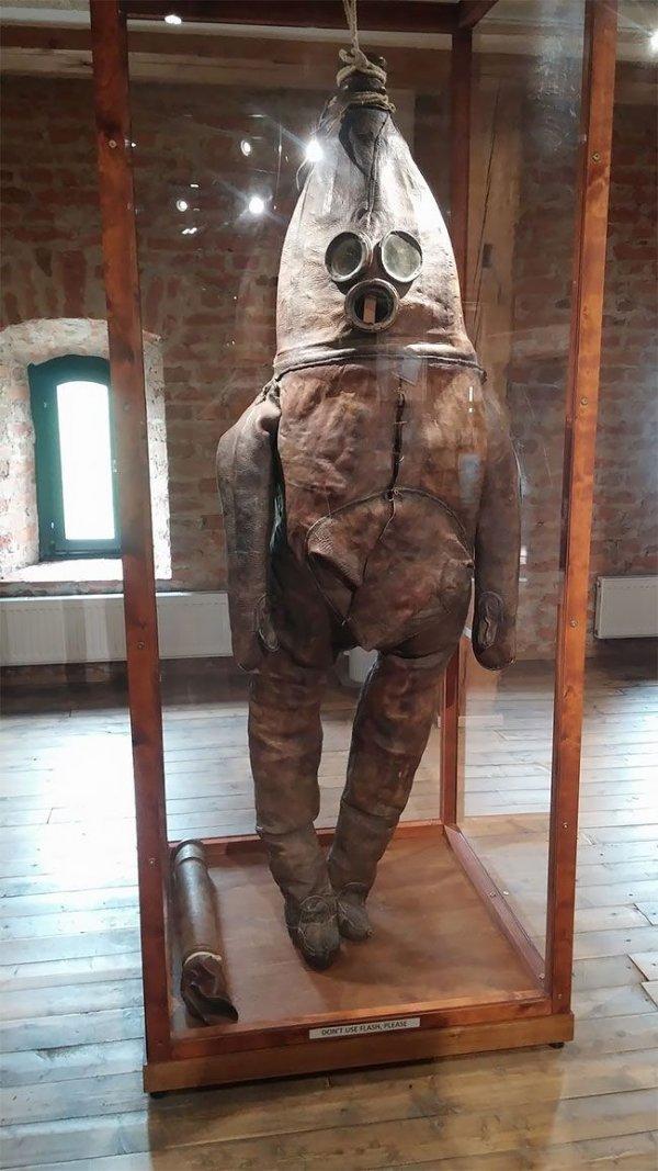 Один из старейших водолазных костюмов в мире