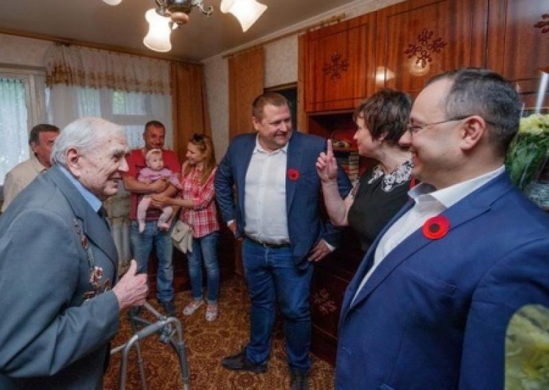 Посттравматический синдром: «мэр-вешатель» Филатов обещает Днепропетровску хунту и грабит ветеранские организации