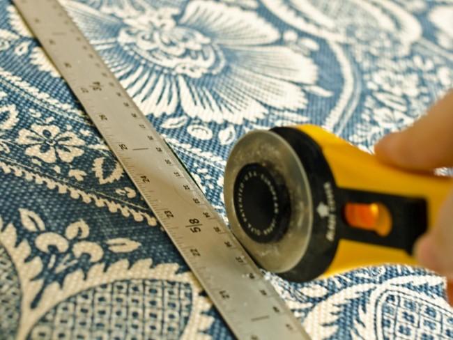 Как правильно клеить обои — флизелиновые и обычные: видео и пошаговые инструкции от специалистов