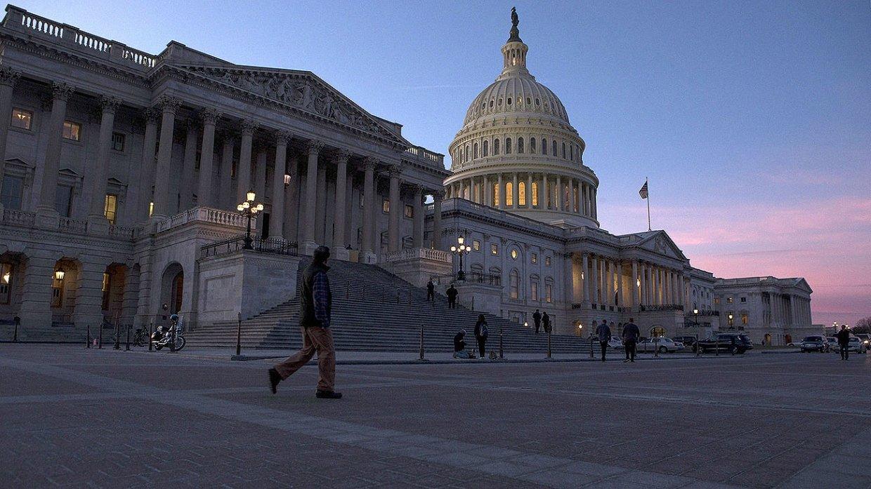 Аналитик назвал пять «патологий» американского общества, грозящих крахом США