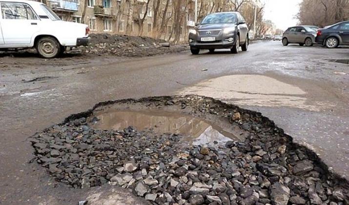 Самые плохие дороги и парковки в Саратове и Ярославле