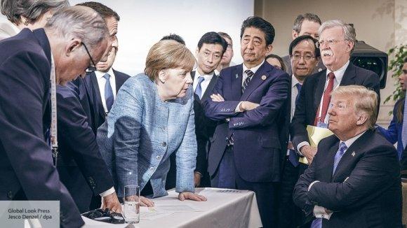 «Не говори, что я тебе ничего не даю»: Трамп швырнул в Меркель конфетами