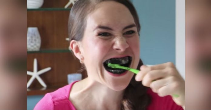 Увидев результаты чистки зубов черным порошком, я повторяю эту процедуру ежедневно