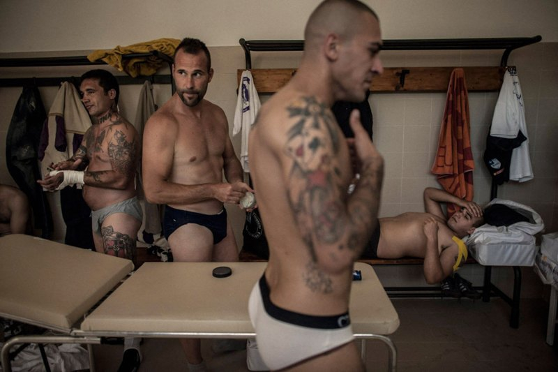 Мужики борцы видео в раздевалке фото 451-601