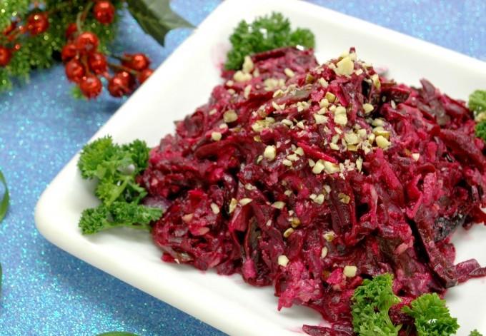 Салатик «Пиковая дама». Салат из самых простых ингредиентов, а достоен праздничного стола