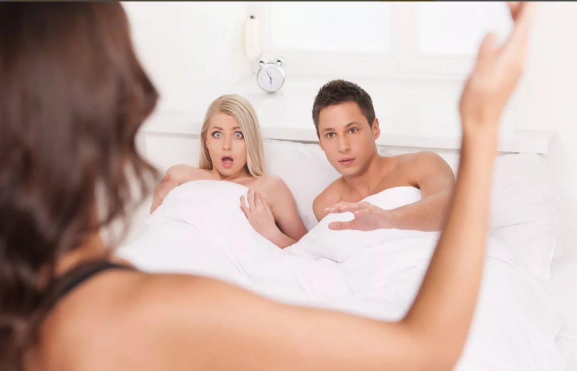 У моего мужа есть любовница и он не знает, что знаю об этом я...