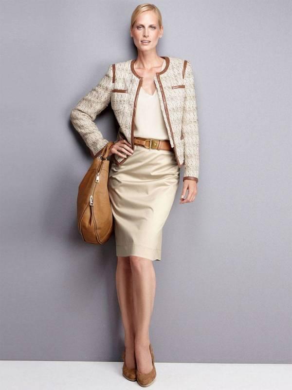 Бежевый цвет осени – стильные образы для женщин 40+
