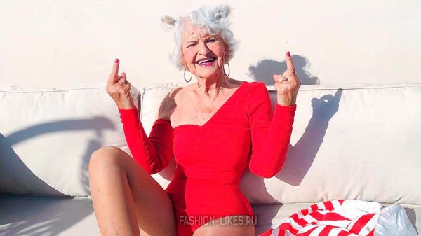 Самая стильная бабуля, которая совсем не стесняется оголять плечи и ярко краситься