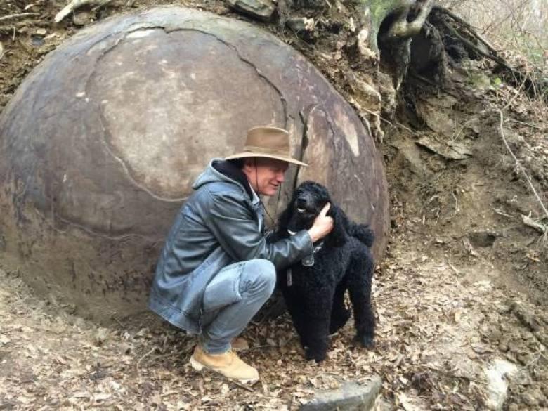 Огромные каменные шары в Боснии