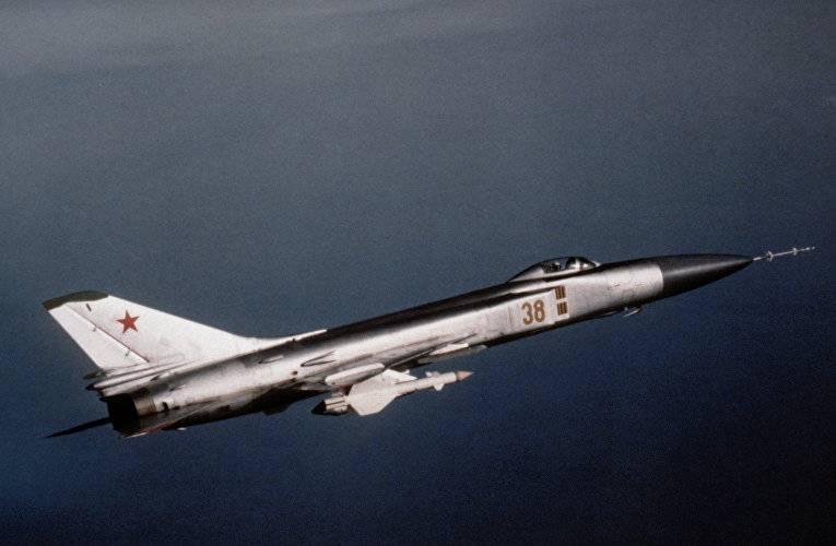 Российский истребитель Су-15…